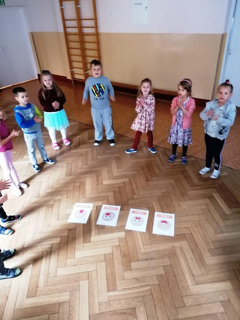 dzieci rozpoznają emocje naobrazkach